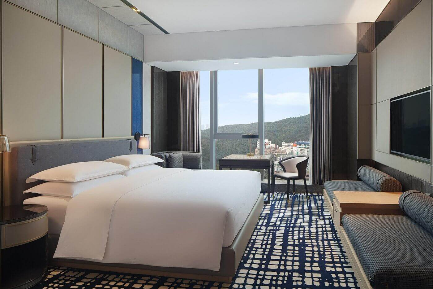 club-king-guest-room